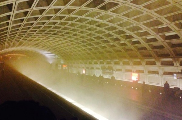 Smoke in L'Enfant Plaza station (Twitter/LesleyJLopez)