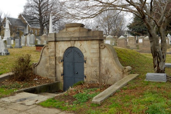 Congressional Cemetery's Public Vault (Photo via Wikimedia/Smallbones)