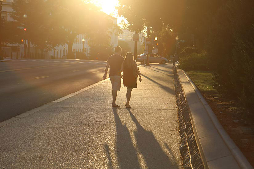 Couple walking on Pennsylvania Avenue