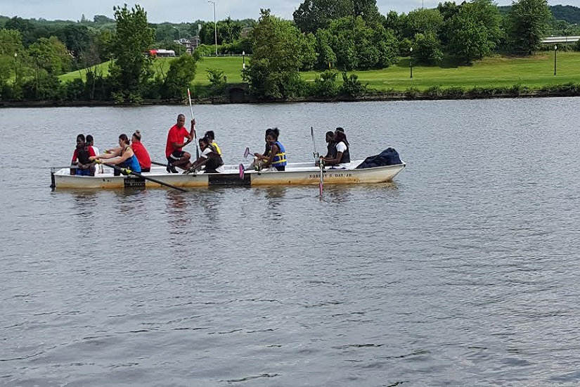Serve Your City rowing (Photo courtesy of Maurice Smith)