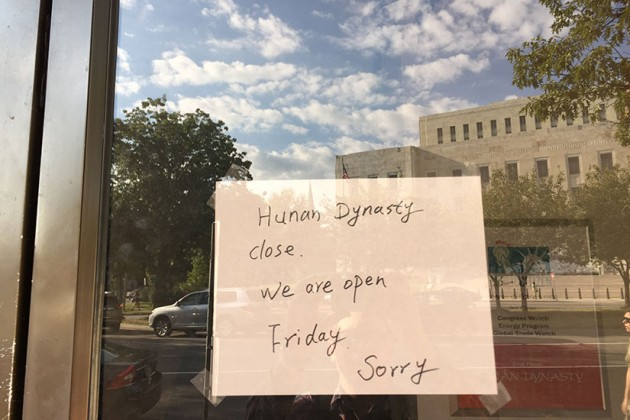Hunan Dynasty's handwritten sign about its closure