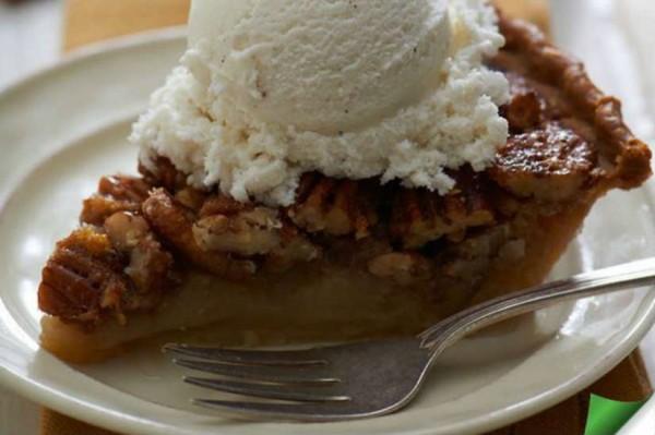 Thanksgiving Pie (Photo via Twitter/ Dangerously Delicious Pies)
