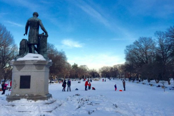 snow at Lincoln Park (Photo via Twitter/ CharlesAllenW6)