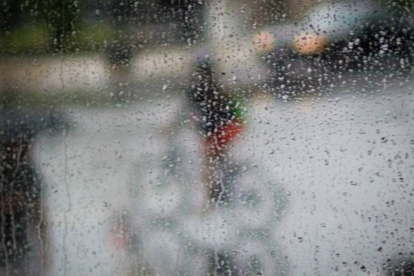 Bicycle in the rain (Photo via Facebook/ Washington Area Bicyclist Association)